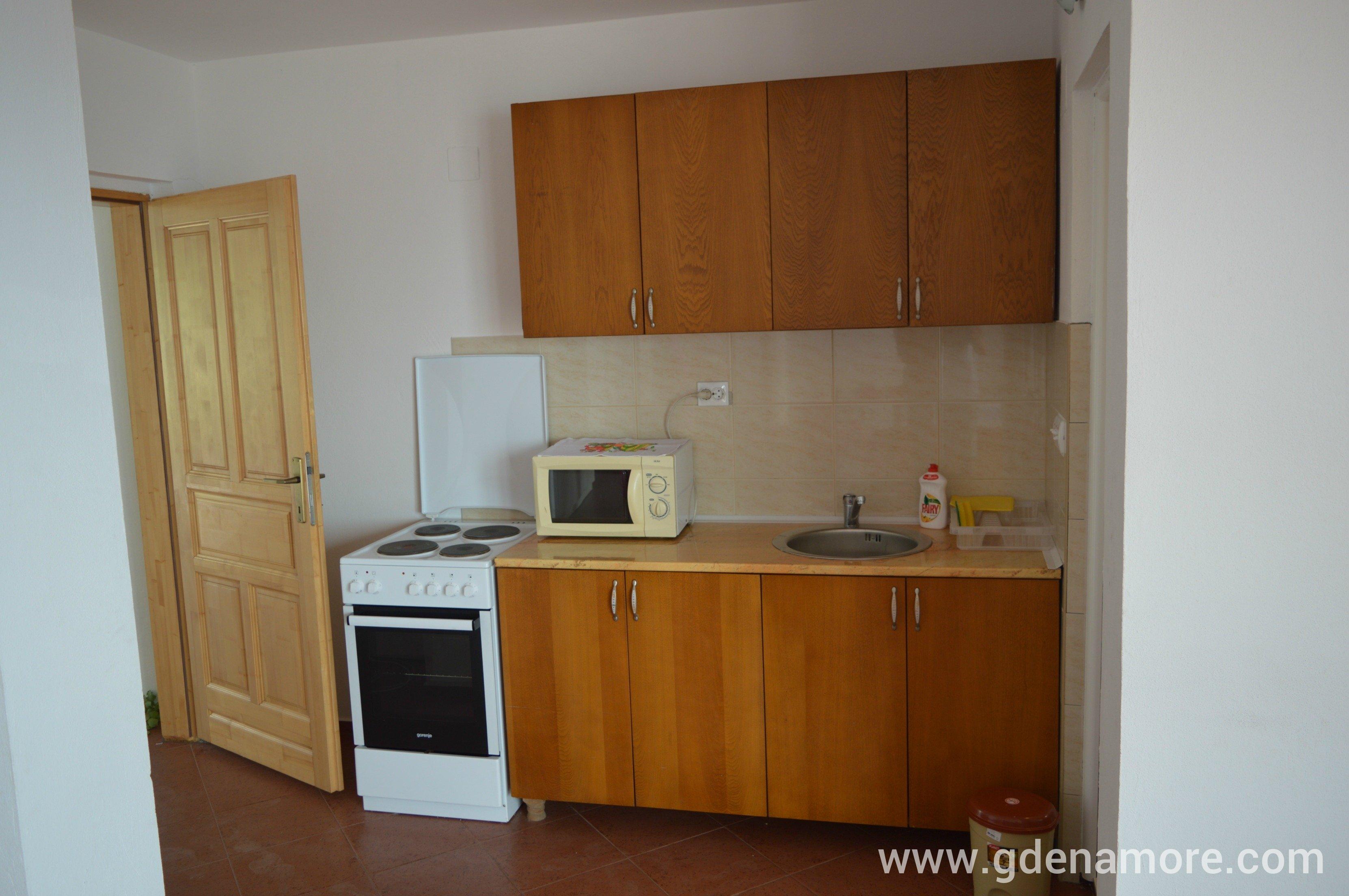 Privatan smeštaj Apartmani Minna u mestu Dobre Vode, Crna Gora  Gde Na More?...